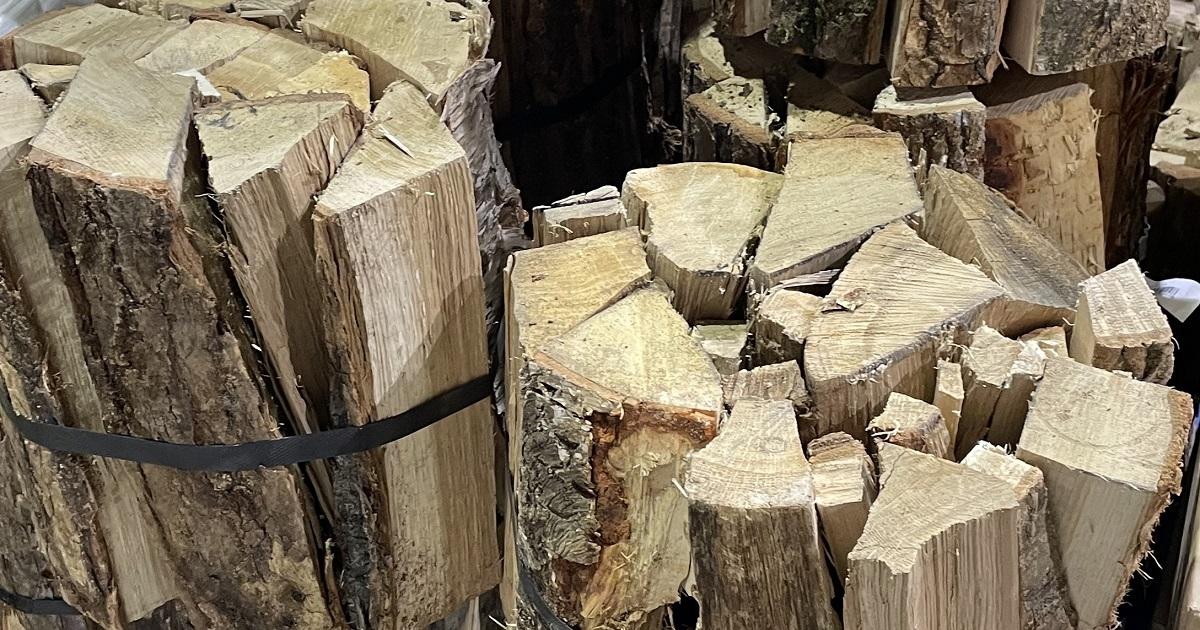 カラマツやアカエゾマツなどの針葉樹もしっかり乾燥させれば火持ちが良い薪となるようです。