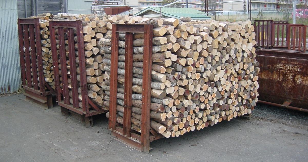 坑木と呼ばれ炭坑内で使用される木板、丸太資材を納入してました。